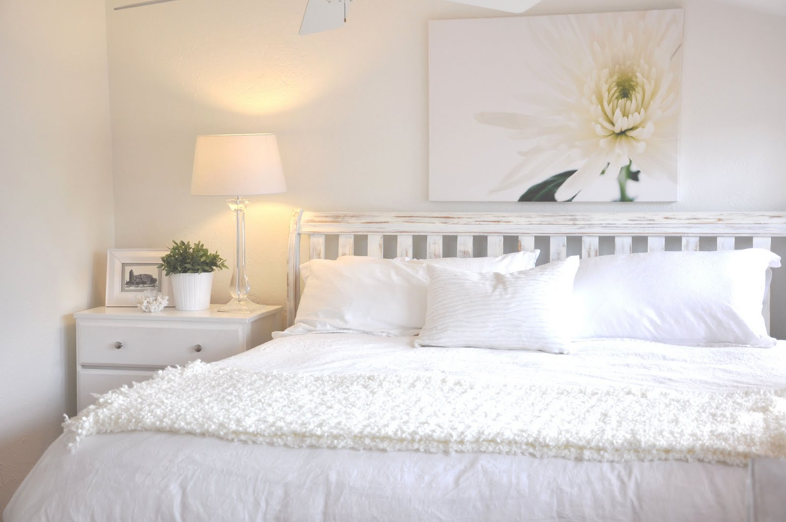 bedroom with white furniture decorating ideas photo - 2