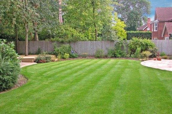 large family garden design photo - 2