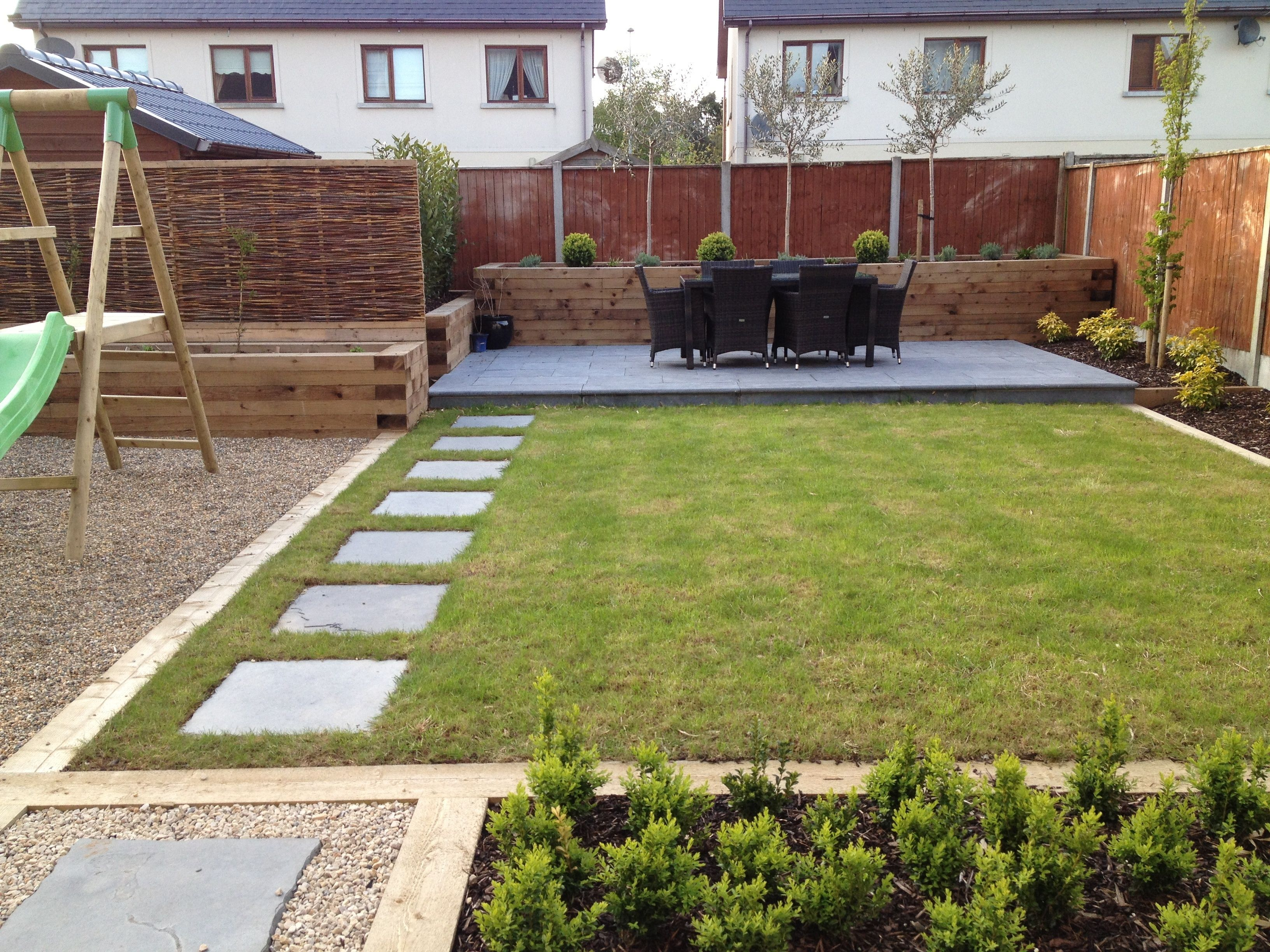 large family garden design photo - 3