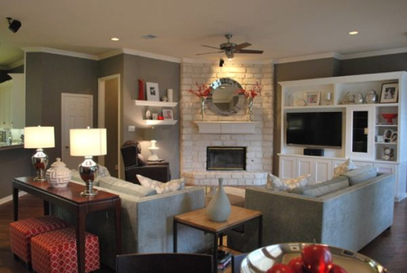 living room furniture ideas+fireplace photo - 2