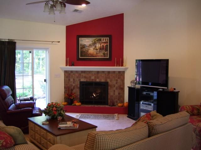 living room furniture ideas+fireplace photo - 9