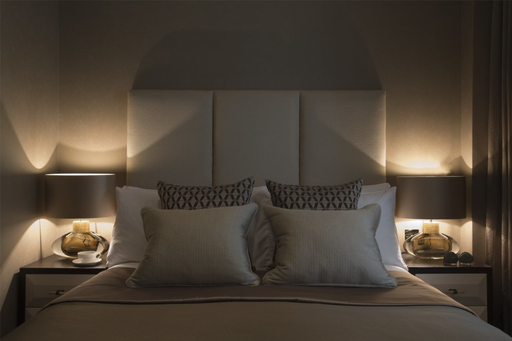 romantic bedroom lamp photo - 5