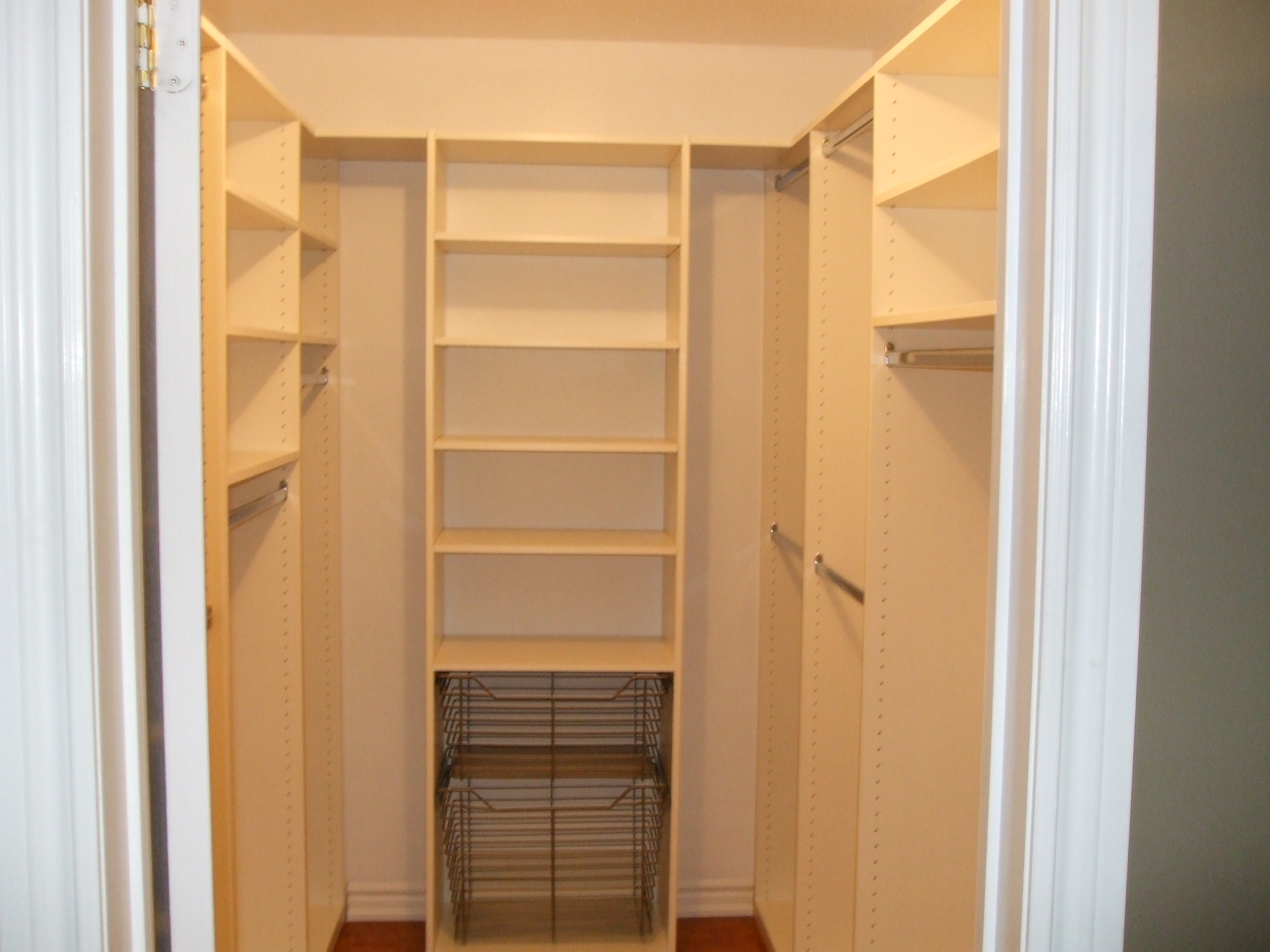 small walk in closet design layout photo - 1